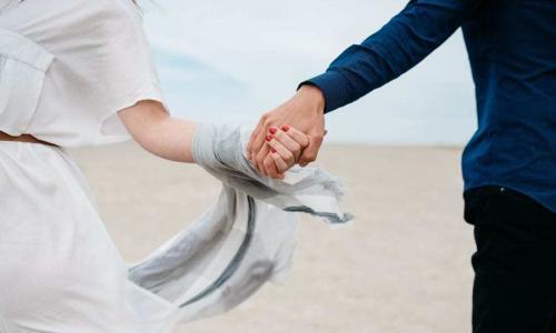 Chakra Synchronisation. Paartherapie. Energetische Behandlung. Mehr Harmonie und Liebe für die Beziehung. Pravaha Massage München.